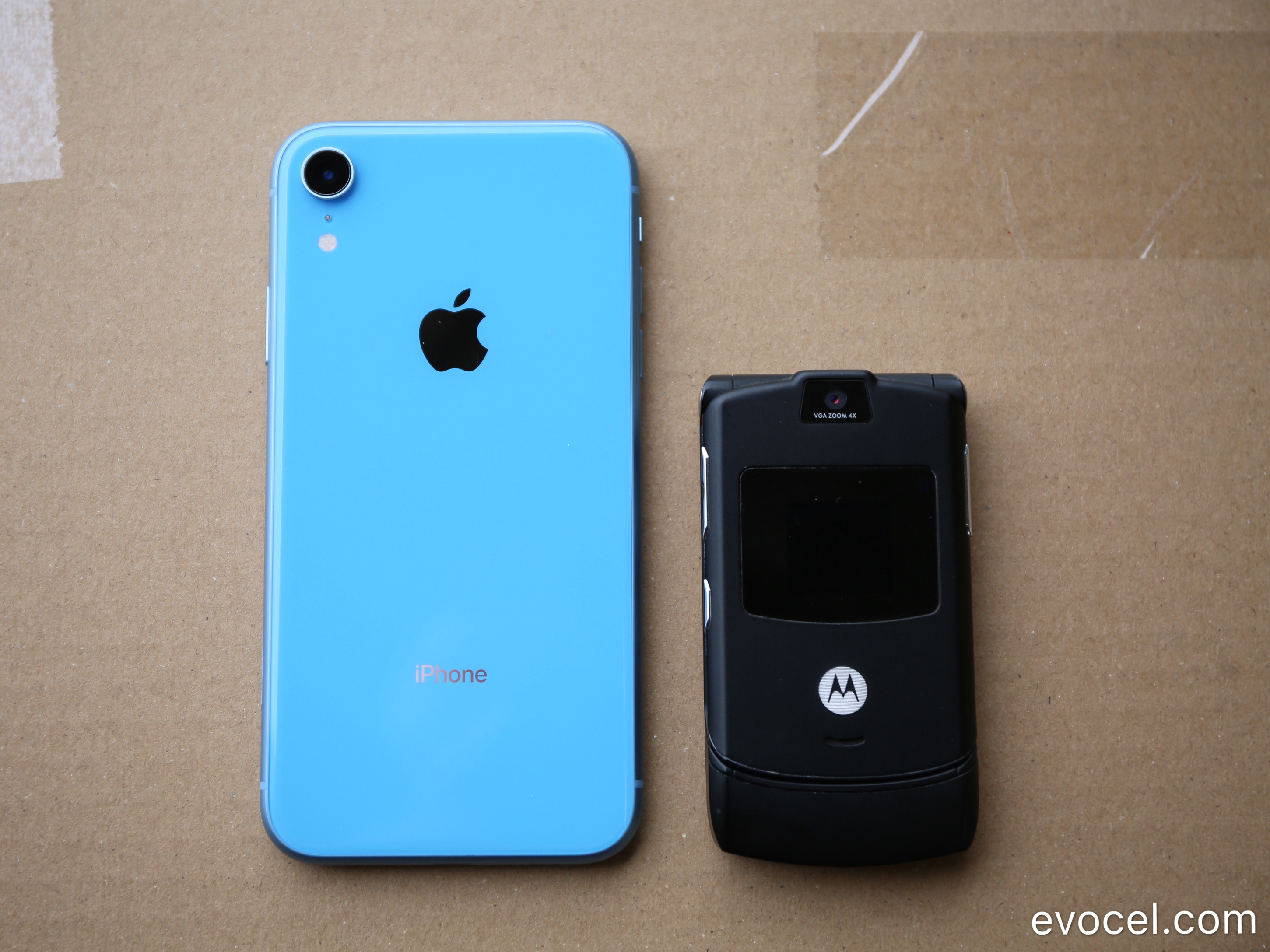 Apple iPhone XR vs Motorola RAZR  - Side by side comparison